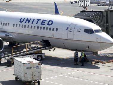 United Airlines почала доставку вакцини Pfizer проти COVID-19