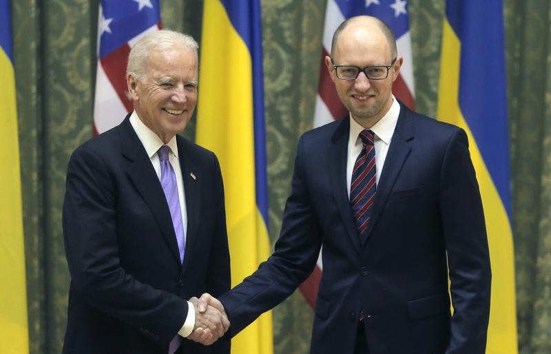 Байден озвучив Яценюку умови, за яких США допоможуть Україні