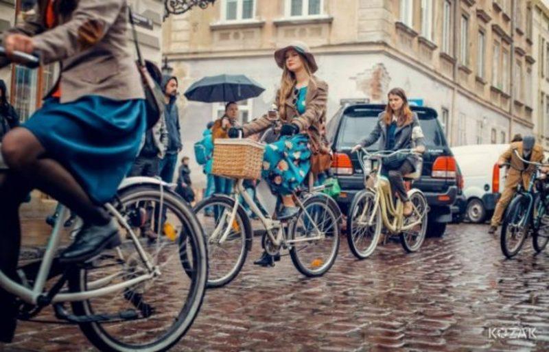 В Україні пропонують оновити ПДР для велосипедистів