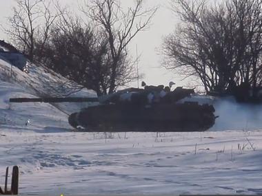 Еклюзивне відео. Український танк б'є по позиціях сепаратистів